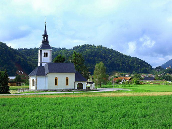 Iglesia de San Juan Bautista en Suha