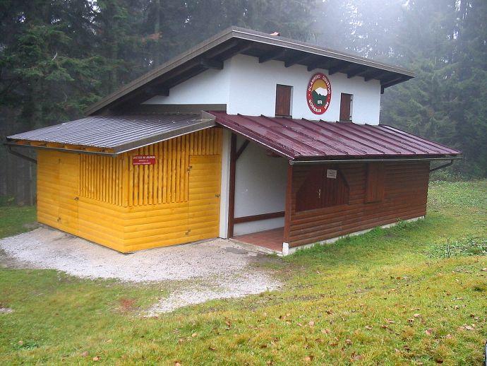 Schutzhütte der Bergwacht auf Jelenci